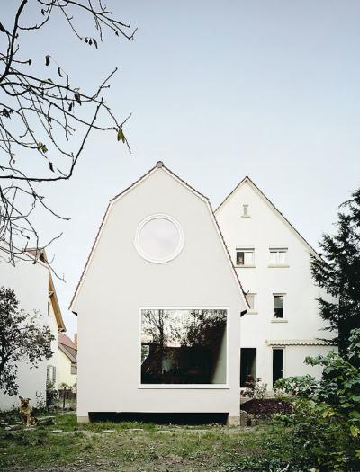 Anbau an ein Mehrfamilienhaus in Stuttgart  von Amunt – Nagel Theissen