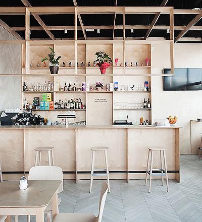 Bar in Kozina von Sanja Premrn