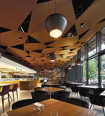 Restaurant in Brixen  von Markus Tauber Architectura