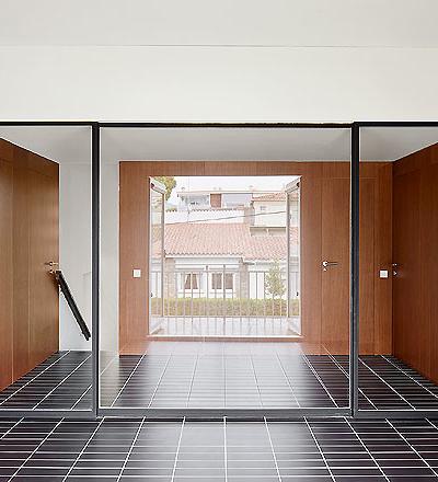 Apartment in Castelldefels  von Raul Sanchez Architects