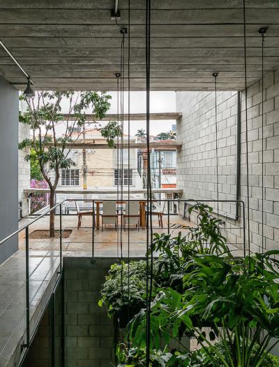 Wohnhaus in Sao Paulo von Terra e Tuma Arquitetos