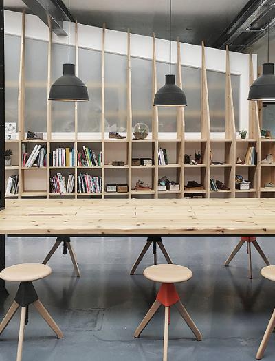 Design Studio in Street von Arro Studio
