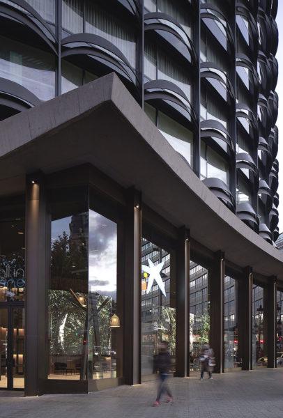Bankgebäude in Barcelona 01
