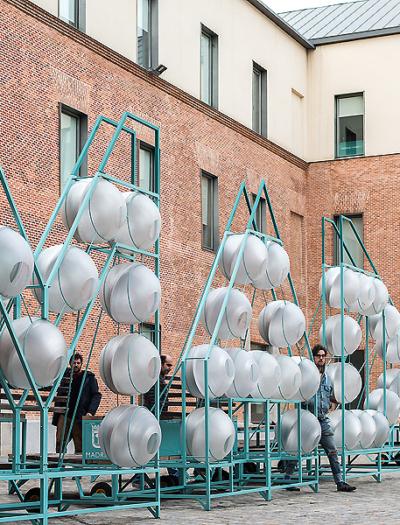 Installation F.U.A. im Stadtraum von Madrid von EEEstudio