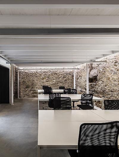 Galerie und Coworking Space in Barcelona von Sandy Brunner