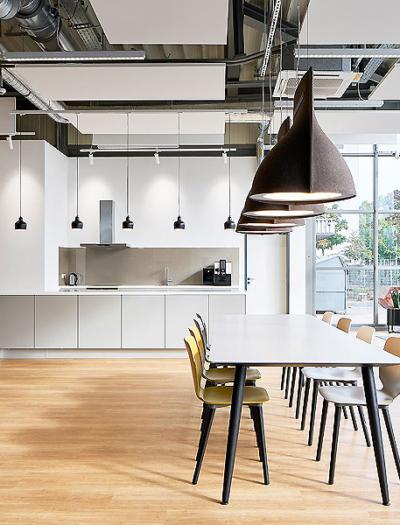 Neue Büroräume der Schott AG in Mainz  von Dark Horse Workspaces und hdg Archtitekten