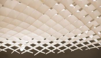 Ein schwebendes Dach aus Papier von Studio Maks