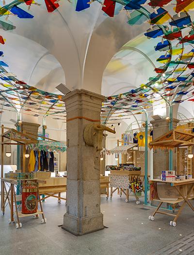 Souvenirladen in Madrid von Izaskun Chinchilla