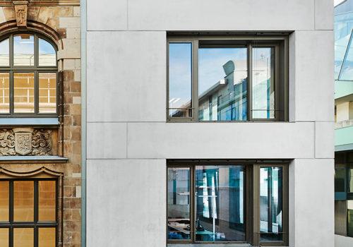 Verwaltungs- und Wohngebäude in Krefeld 01
