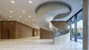 Porten-, Servicegebäude und Auditorium, Nissen Wentzlaff Architekten, Finalist AIT-Award 2020
