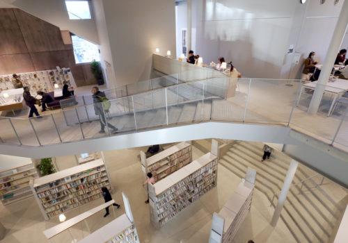 Neue Stadtbibliothek in Matsubara 03