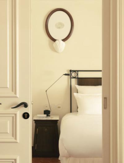 Hotel in Saint-Tropez von Fabrizio Casiraghi