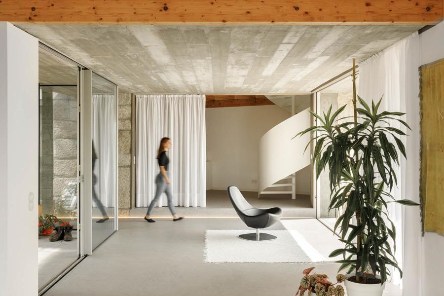 Casa Rio in Gondomar von Paulo Merlini Architects