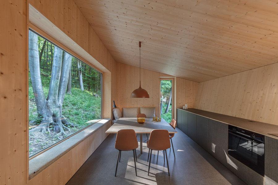 Cabin Moss in Ungarn von Béres Architects und Attila Hideg