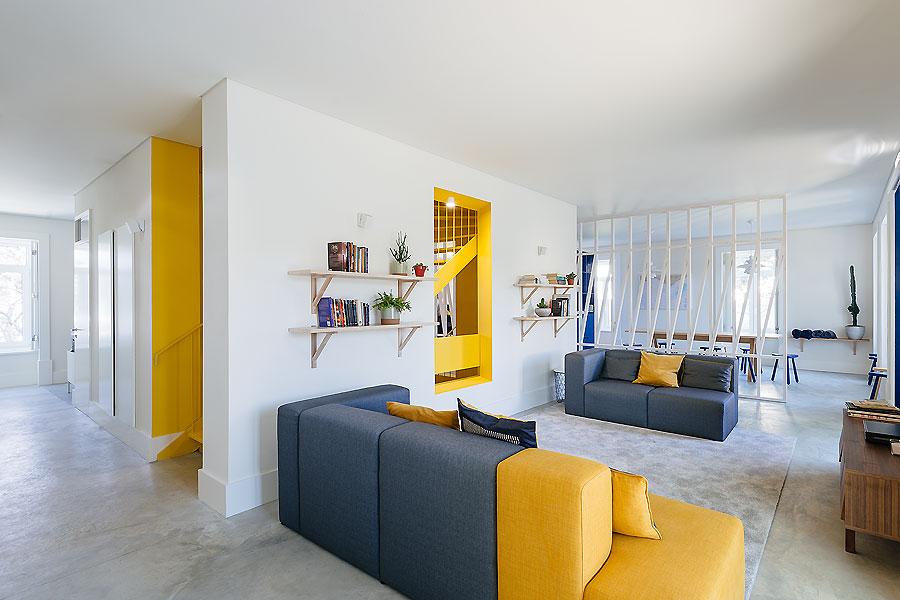 Hostel in Parede von Aurora Arquitectos