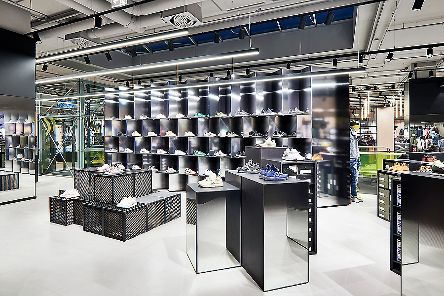 Infected Flagship Store in Pasching von blocher partners