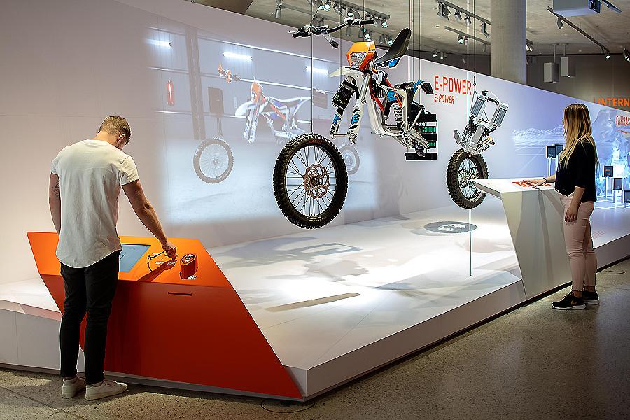 Ausstellung KTM Motohall in Mattighofen von Atelier Brückner