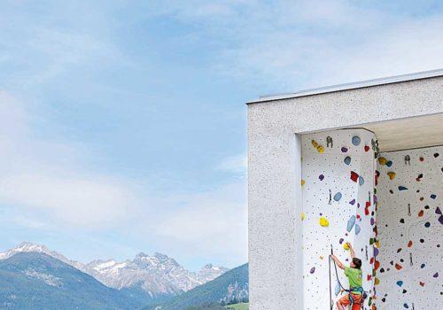Schulboulder- und Kletterhalle: Renè Riller