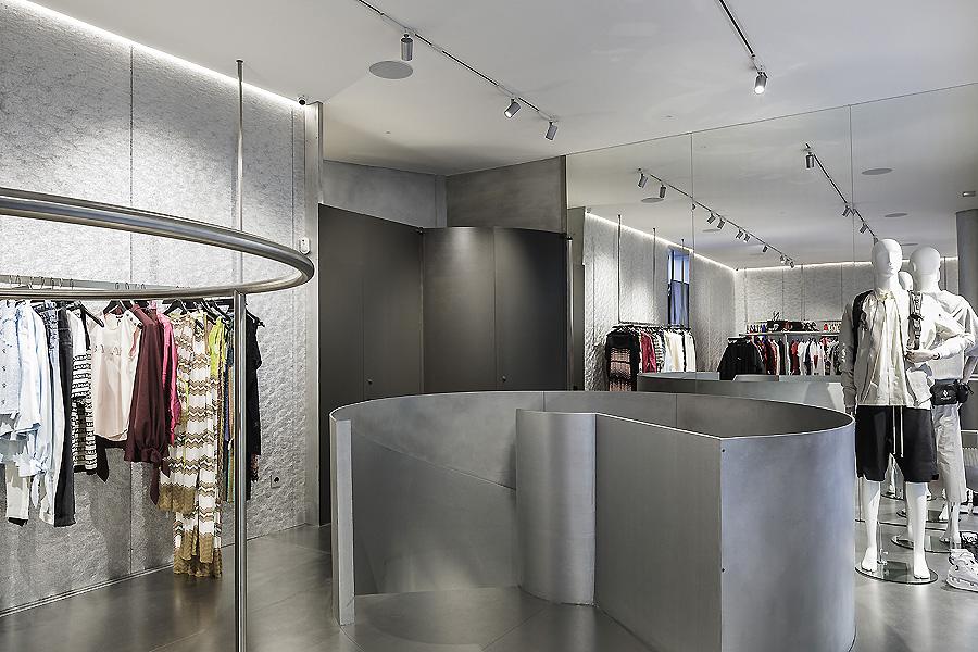 MKR Store in Sevilla von Guillermo Vázquez Consuegra